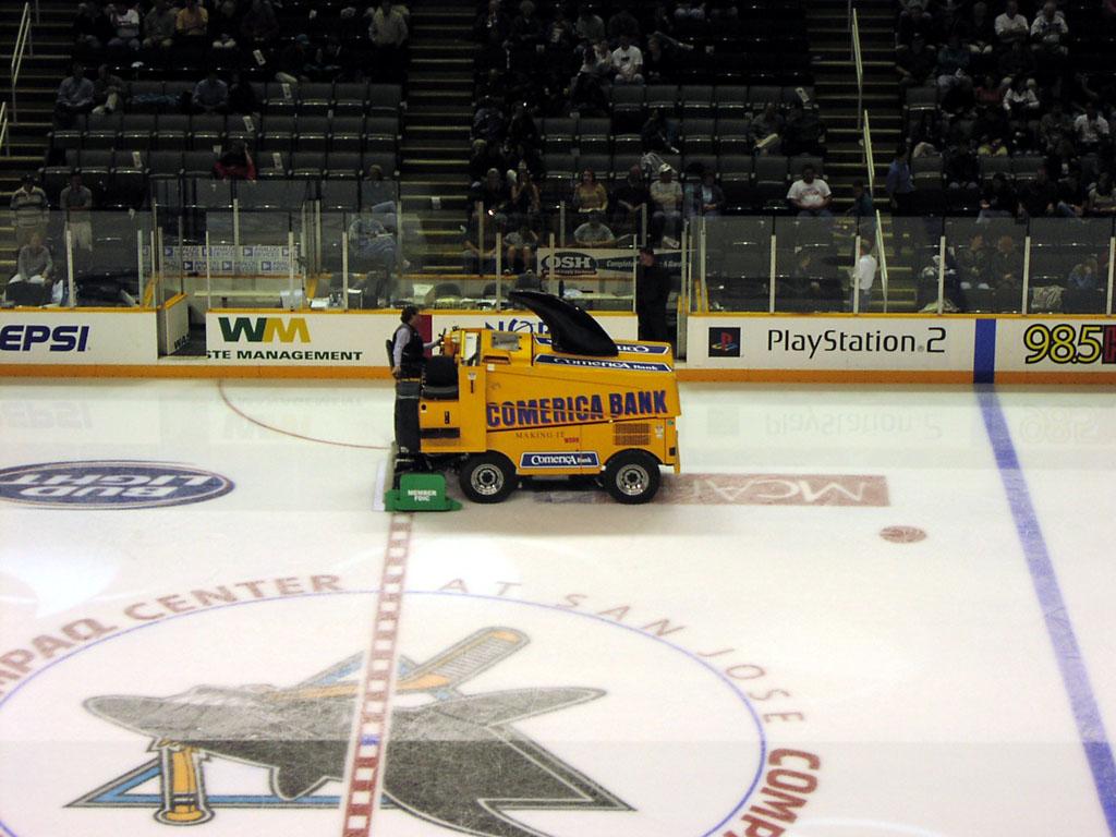 San Jose Arena The Comerica Bank Zamboni Starts Cleaning